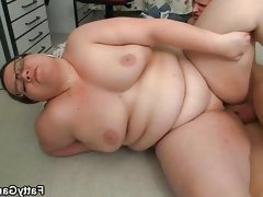 Obese chick with glasses fucked by skinny guy