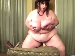 Ssbbw ride a dildo and move her boobs