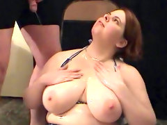 Busty beauty jumelles loves to feel urine in her..