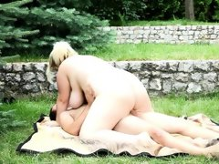 Amateur bbw domme rebecca facesits outdoors